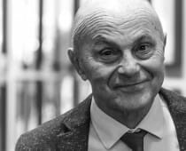 MAIN PHOTO ON HOMEPAGE - Eugene Fama_1000x700px_BW
